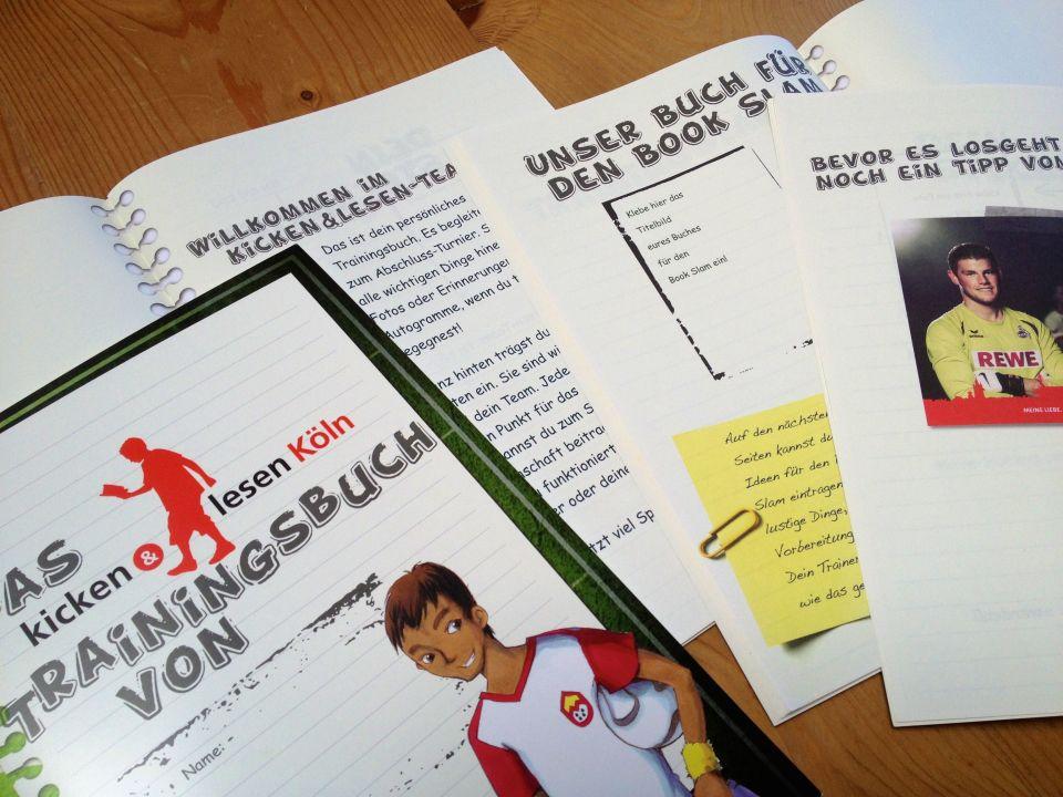 Jeder Teilnehmer erhält ein eigenes Trainingsbuch, das ihn durchs gesamte Projekt begleitet. DIe Jungs können ihre Trainingserfolge eintragen, Autogramme sammeln über die FC-Spieler, die sie kennenlernen u.v.m.